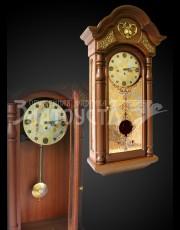 Часы украшенные.